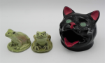 Lot 46 - 2 x Australian Pottery inc Darbyshire Frog Salt & Peppers 6cm H & Wembley Ware Cat Ash Tray Black - Green Eyes 9cm H - both with original labels