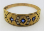 Lot 196 - Gents vintage 15ct ygold Ring set with 3 Sapphires & seed pearls - TW 4 grams